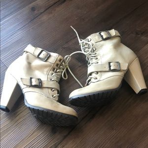 Confortable cream booties by Seychelles!